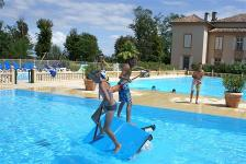Waterpret in zwembad Chateau de Barbet